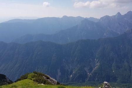 Sleme - pogled proti Vratom in Krmi.jpg