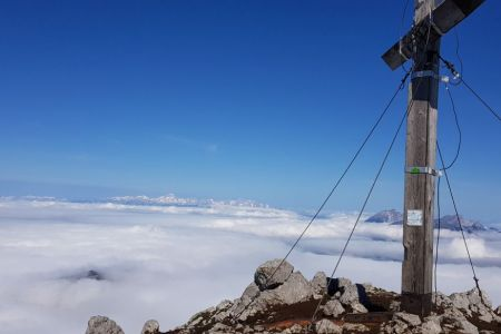 Storžič - pogled proti Triglavu.jpg