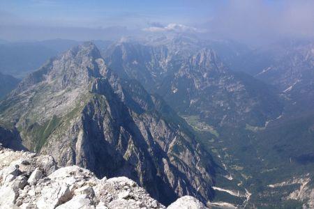 Jalovec - pogled z grebena v Koritnico.JPG