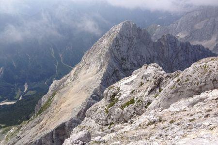 Jalovec - pogled z grebena proti Velikemu Ozebniku.JPG