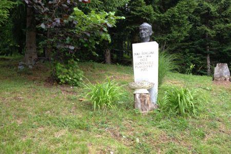 Spomenik Ivanu Šumljaku.JPG
