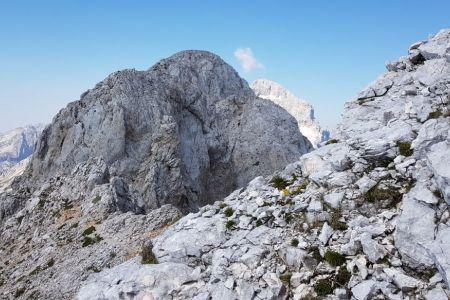 Rjavina - pogled od oken proti prvemu vrhu.jpg