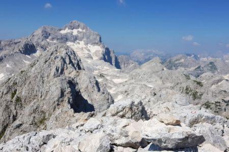 Rjavina - pogled z vrha proti Triglavu.jpg
