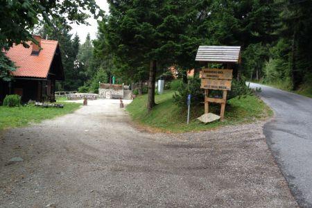 Mariborska koča - pogled s poti.JPG