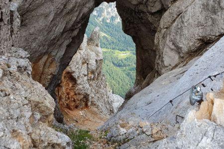 Prisojnik - pogled skozi prvo okno.jpg