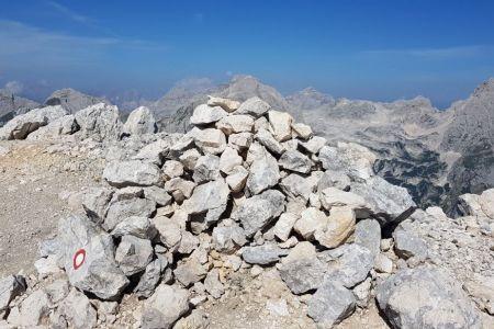 Cmir - vrh s Stenarjem v ozadju.jpg