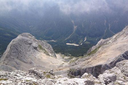 Jalovec - pogled z grebena v Trento.JPG