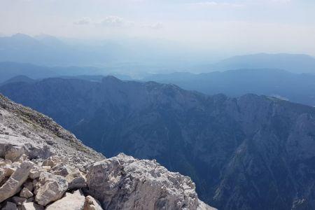Rjavina - pogled z vrha proti Bledu.jpg