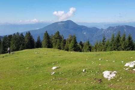 Kofce - pogled na Dobrčo.jpg