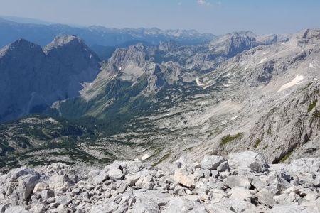 Rjavina - pogled z vrha proti Vodnikovemu domu.jpg
