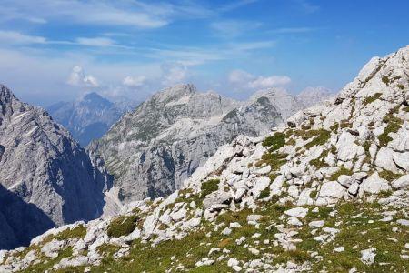 Proti Cmiru - pogled na Bovški gamsovec.jpg