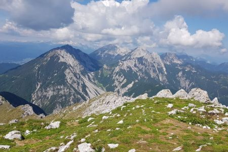 Veliki vrh - pogled proti Stolu.jpg