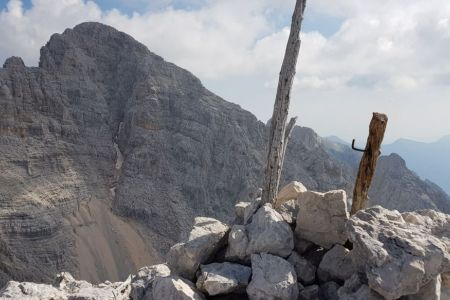 Dolkova špica - vrh s Škrlatico v ozadju.jpg