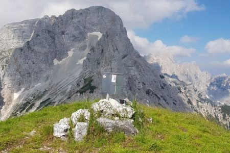 Sleme - vrh in pogled v smeri Škrlatice.jpg